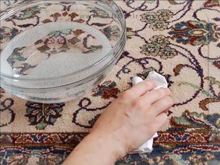 پاک کردن لکه جوهر از روی فرش